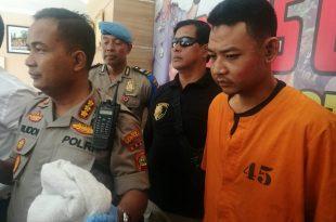 Pelaku kenakan baju tahanan saat di Mapolresta Denpasar